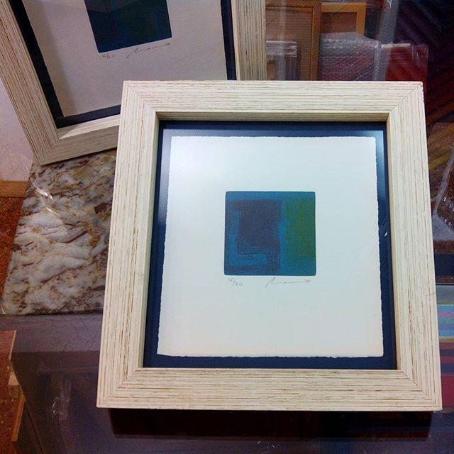 Dos #grabados con un #marco #hechoamedida Caja #decapada con fondo ...