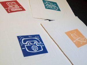 #colección de cuatro #grabados estampados sobre #papelhechoamano  de #algodón y #lino Son cuatro #colores para cuatro temas #azul  #rojo #verde  y #naranja para un #telefono un #ordenador una #impresora y un #móvil#edición numerada de 30 #ejemplares#barcelona #fortpienc #artesanía #arte #creatividad #estampa #limitada