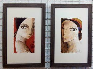 Otas dos #litografias  de #didierlourenço Plancha de 17×28 cm. con un #marcosamedida  en chapa de cebrano #gris sobre un fondo claro desproporcionado para dar más #verticalidad Preparando #regalos …#marcoshechosamedida #obragrafica #arte #artesanía #barcelona #fortpienc