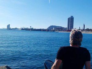 29 de Septiembre ??? En #barcelona hoy es casi #primavera al #sol … Bueno para #respirar bien, descansar y recuperar #energía #barcelona #playa #luz #airelimpio #relax