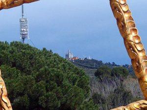 Sin #comunicación no funcionamos… #torredecollserola en la montaña del #tibidabo #barcelona A nuestro #marco #hechoamedida le gusta respirar desde allí#arte #artenatural #airelimpio #igersbarcelona