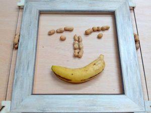 Ricos #cacahuetes y #platanosdecanarias para seguir el #trabajo con #energía Jeje… De quienes dicen que venimos ??? ;-)#arte #artesanía #marcosamedida #hechoamano  #deunoenuno #barcelona  #fortpienc