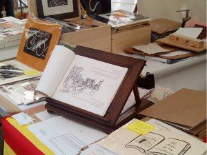 Ya se acaba #santjordi2016 La lluvia nos ha respetado hasta última hora. Compartiendo #librodeartista y #librosenblanco con mucha gente ;-) Gracias!#arte #artesanía #libros #sol #barcelona #fortpienc