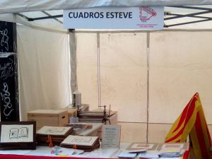 """Instalados y listos para #santjordi2016  en el #paseosanjuan .Libros en blanco y el #librodeartista """"El Arco de la Cultura""""#papelhechoamano  #arte #artesanía"""
