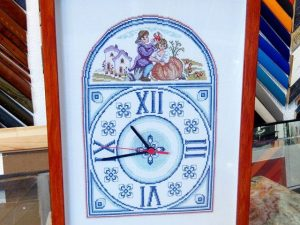 Punto de cruz con reloj