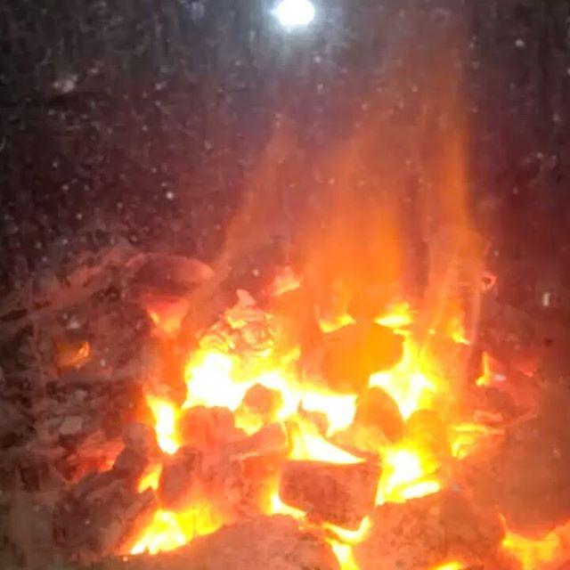 Cálido y sinuoso arte efímero del fuego