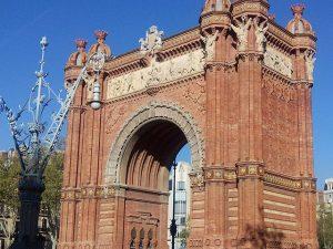 Siempre ahí plantado en mitad del paseo, acompañando a #vecinos y #visitantes Cuántas #fotografías recibe cada día ??? #barcelona #fortpienc #arcodetriunfo #igersbarcelona #arte #artesanía #monumento #marcosamedida #enmarcar