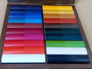 Sirve para empezar a elegir el #color y acabado de las ,#nolduras para hacer nuestros #marcosamedida #decoraciones individualizadas para cada #enmarque #arte #artesanía #creatividad #marcoshechosamedida #personalizando #barcelona #fortpienc