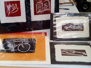 #grabados estampados sobre #papelhechoamano de J.E.#rosa #libro #bicicleta #chelo #violin #arte #artesanía #obragráficaoriginal #edicionesdearte #creatividad #barcelona #fortpienc