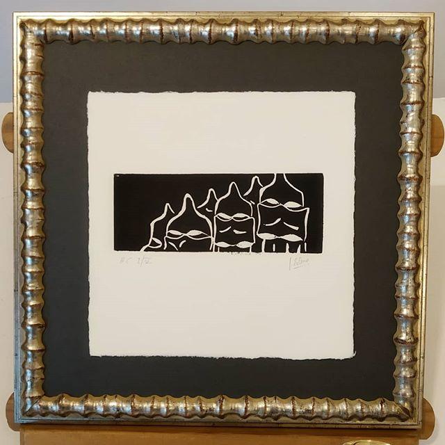 Papel artesanal con grabado